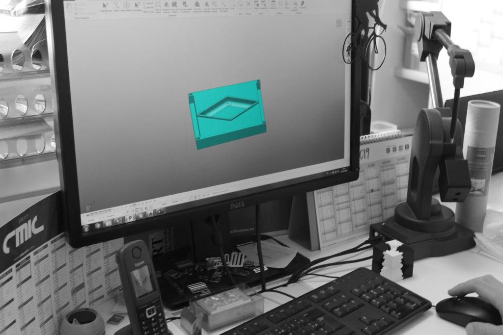 Photo ordinateur avec logiciel dessin mousse en 3D